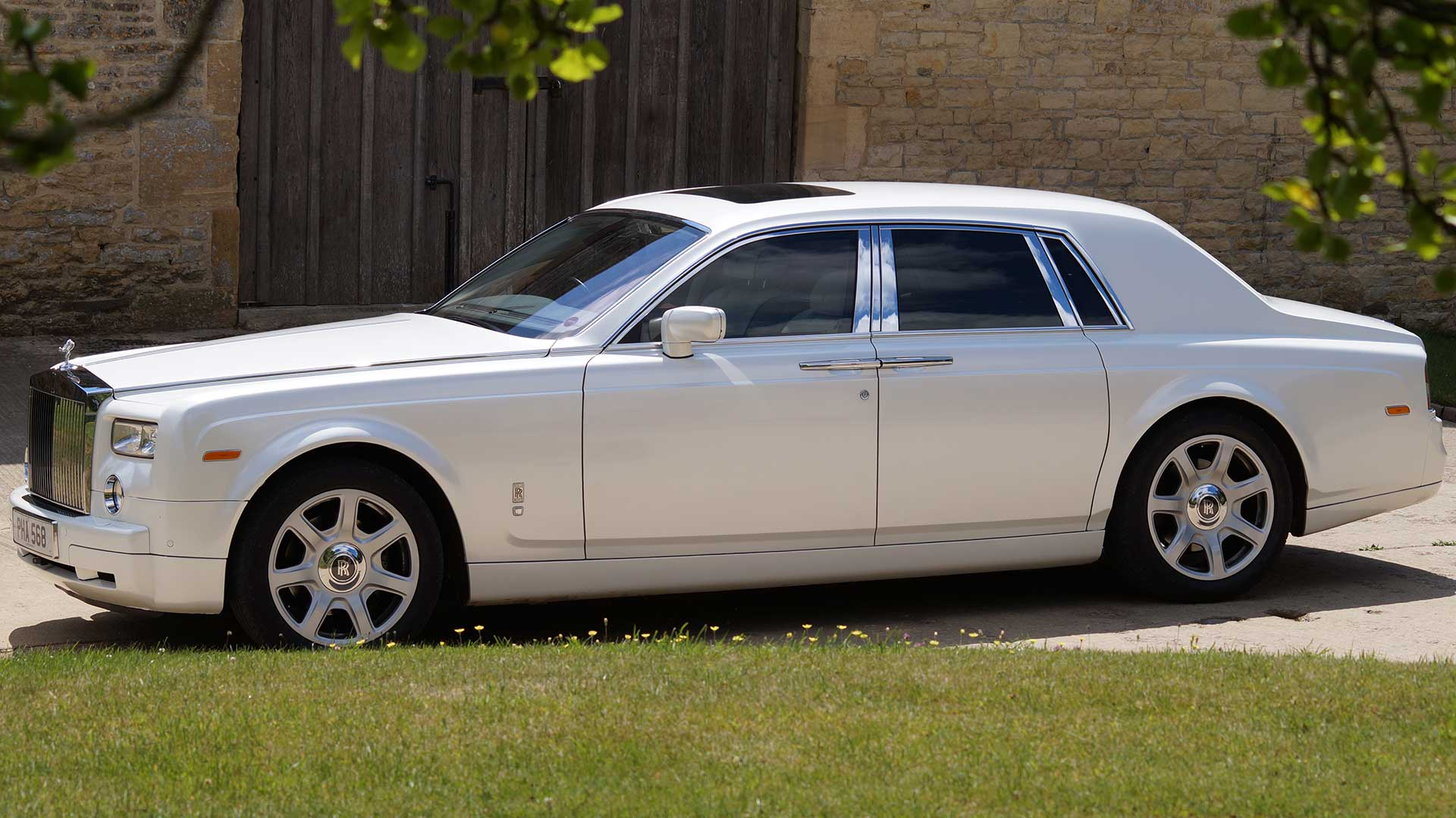 Rolls-Royce Phantom in Pearlescent White