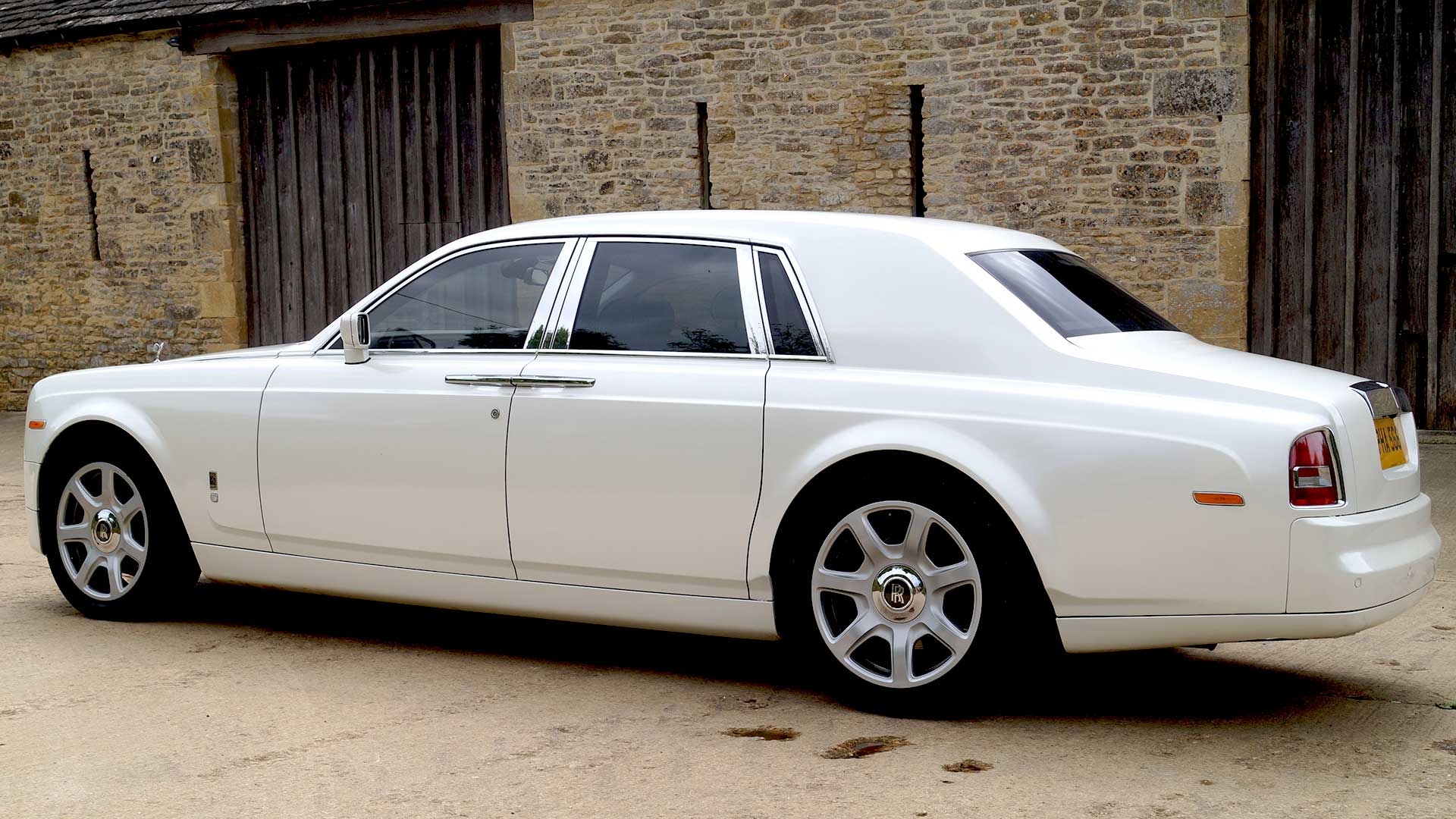 Rolls-Royce Phantom in Pearlescent White