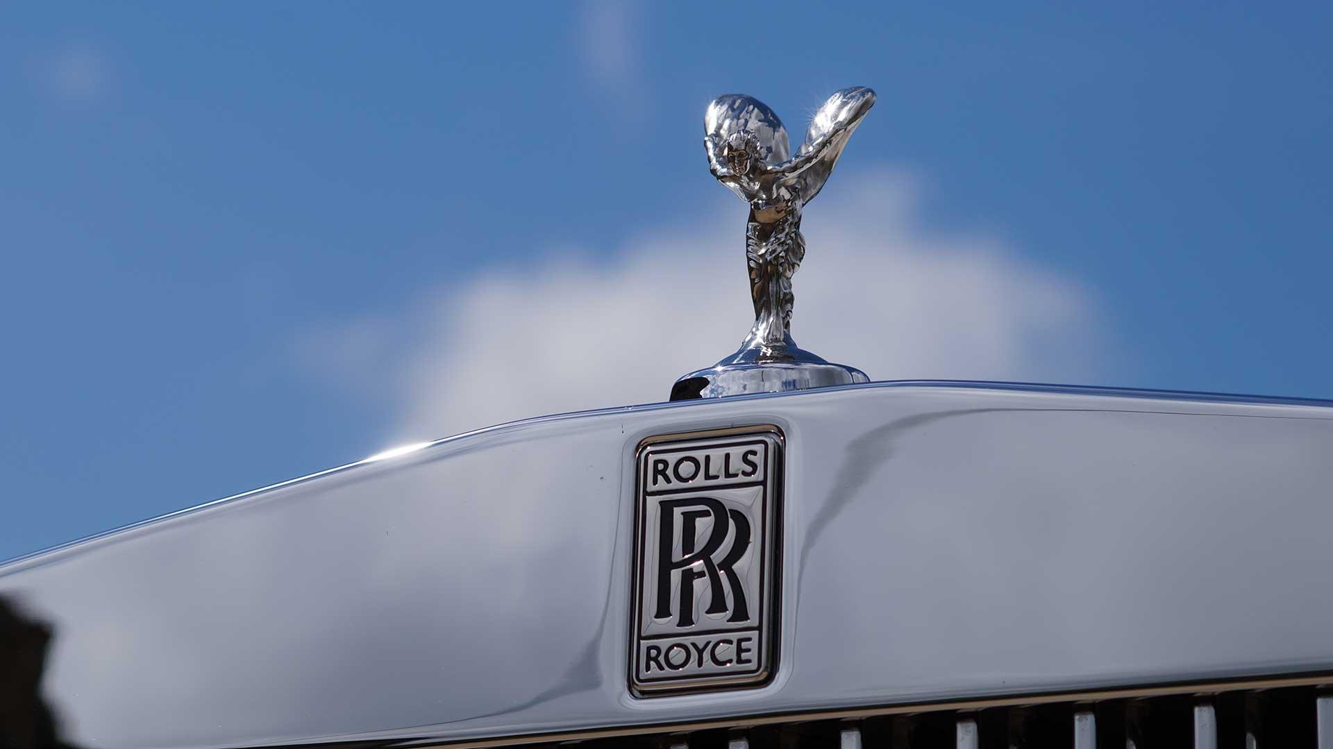Rolls-Royce Phantom Spirit of Ecstasy