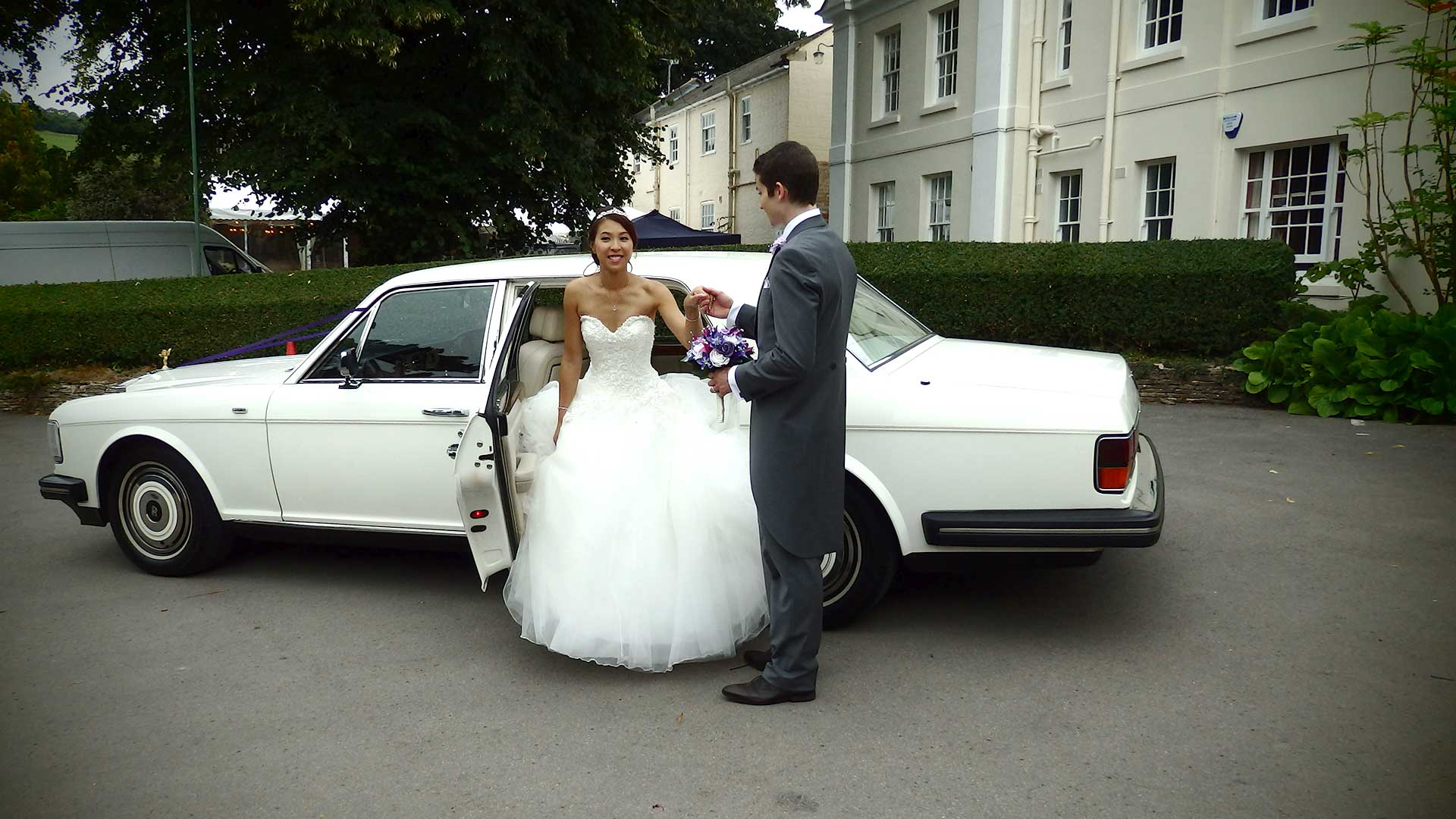 Niall helping Elle to step out of the Rolls-Royce Silver Spur