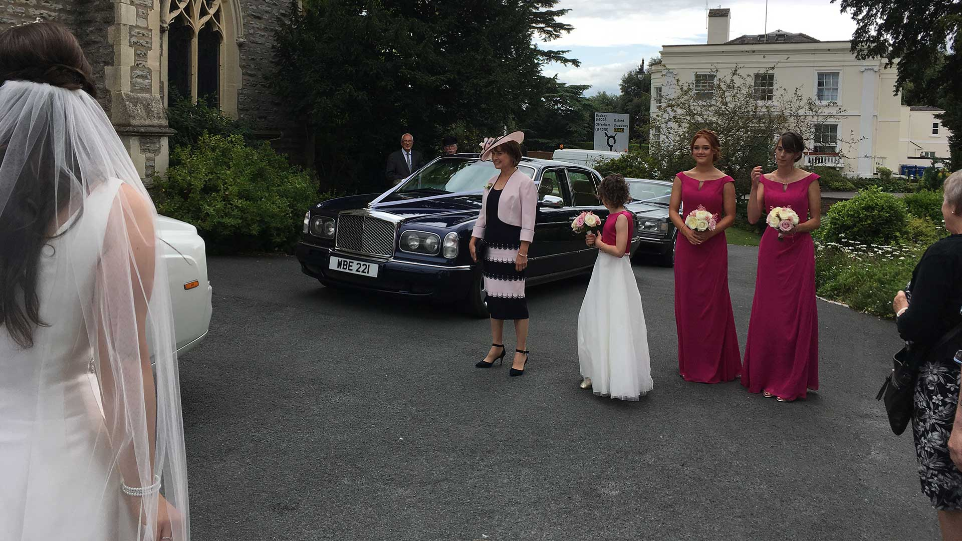 The wedding party with the Bentley Arnage in Blue